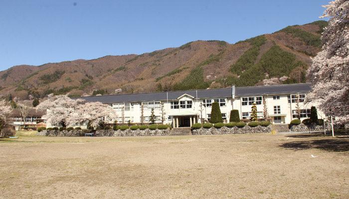 木造校舎の和田中学校(閉校)