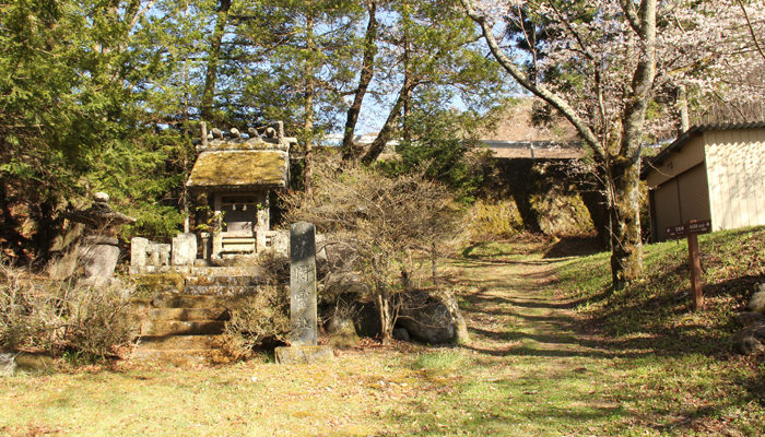 中山道は松尾神社の中を通る