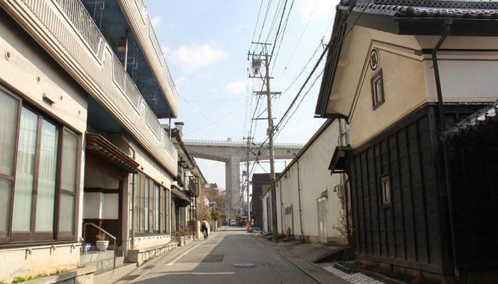 長野自動車道の60mの高架をくぐる