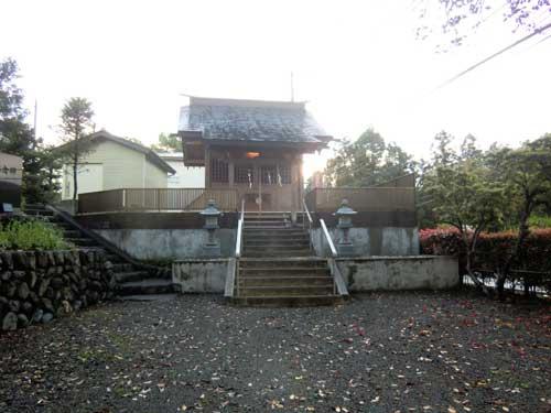 日神社の社殿。